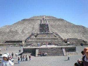 LA CIVILISATION DES PYRAMIDES dans ETRANGE teotihuacan-soleil-300x224